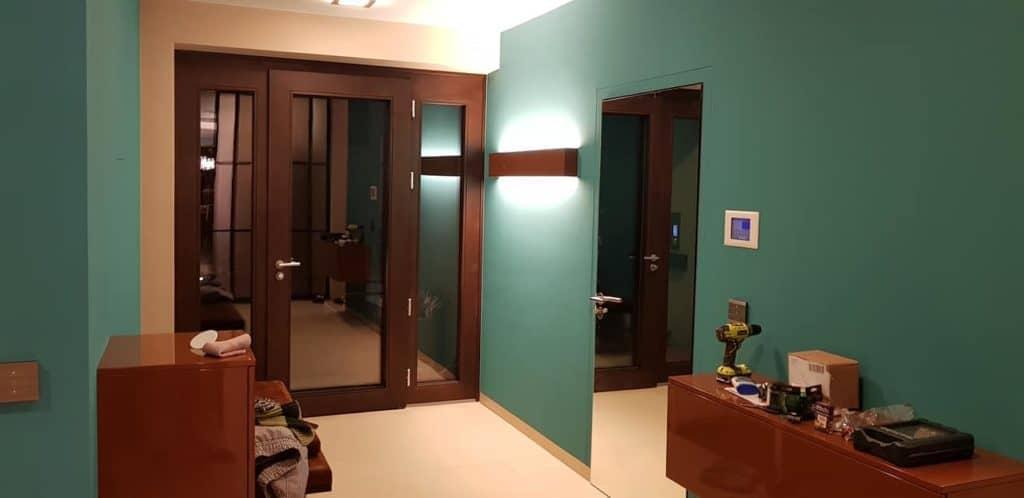 Ein farblich wunderbarer Vorraum begrüßt die Gäste